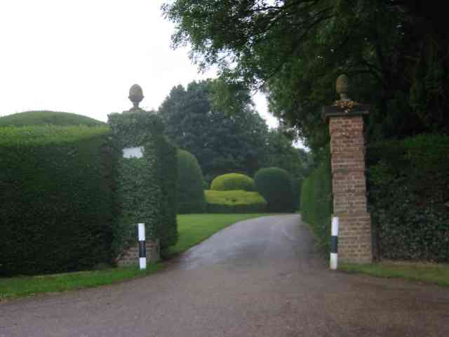 Entrance gates, Sandridgebury