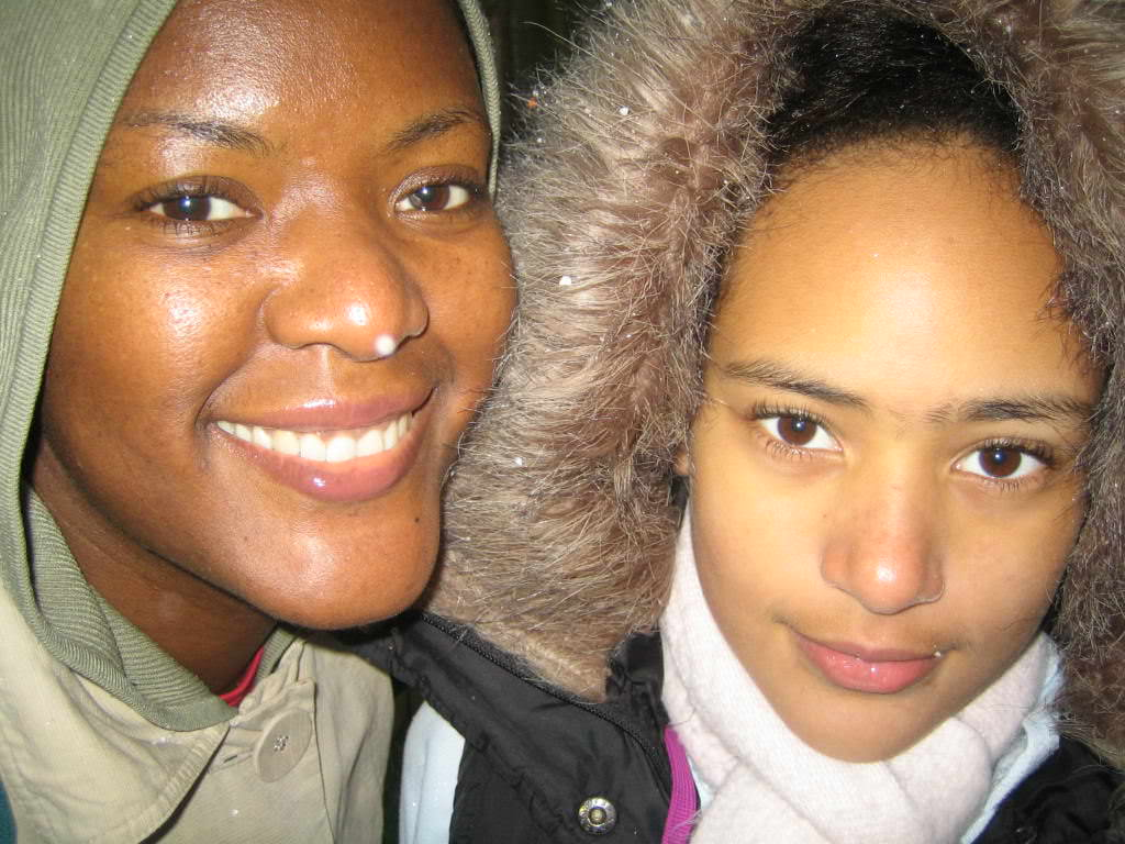 Michelle and Elise Thrale wrapped up in the cold 6 April 2008